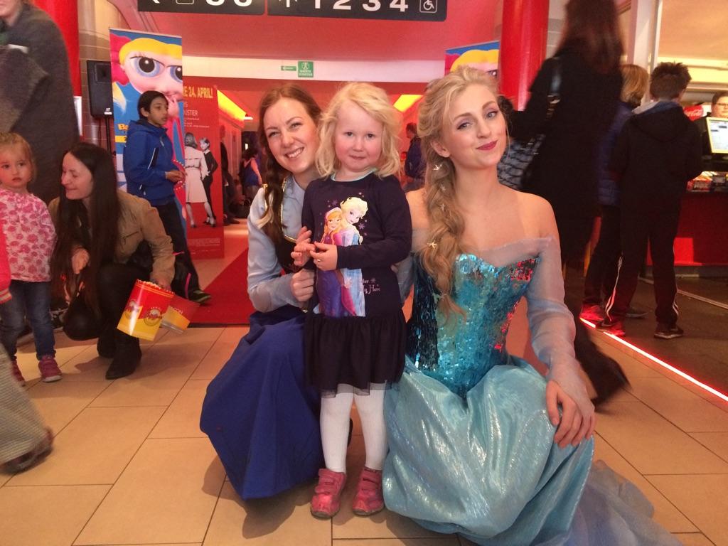 Elsa og Anna fra Frost var på den store familiedagen i fjor