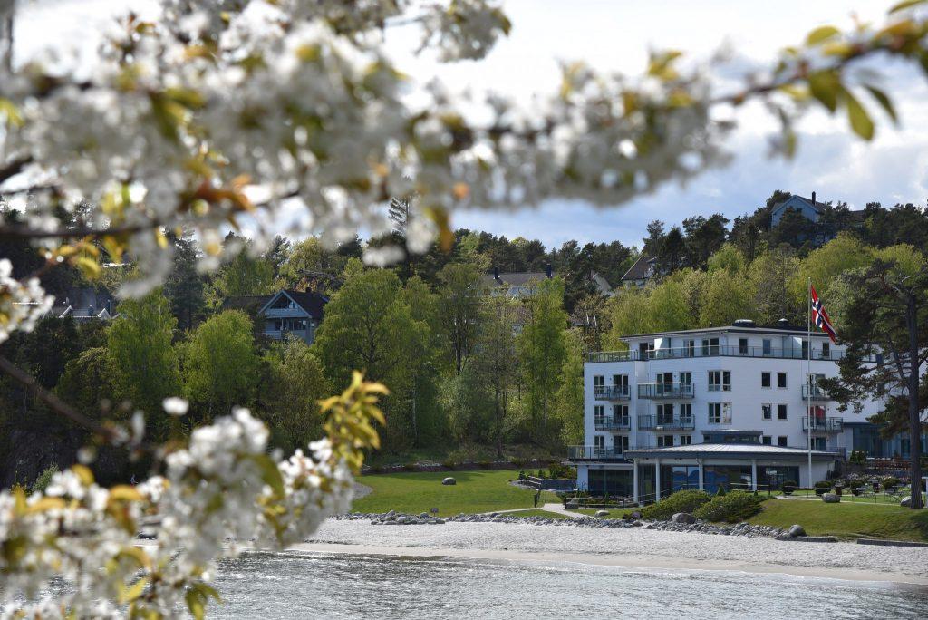 Den langgrunne stranda på hotellet gir deg en følelse av å være ved Middelhavet. Foto: E. Høibo©Visit Sørlandet