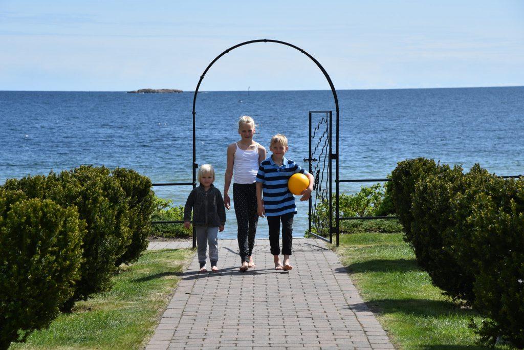 Ungene koste seg på Strand Hotel Fevik. Foto Elisabeth Høibo@Visit Sørlandet