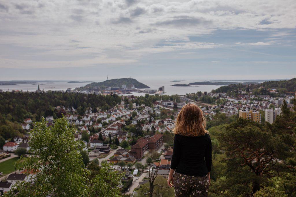 På toppen av Ravneheia får du utsikt over Kristiansand Foto Victoria Nevland©Visit Sørlandet.