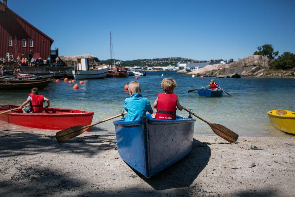 Meld deg på kurset Sørlending for en dag, og lær deg å ro. Foto: Adam Read©Visit Sørlandet