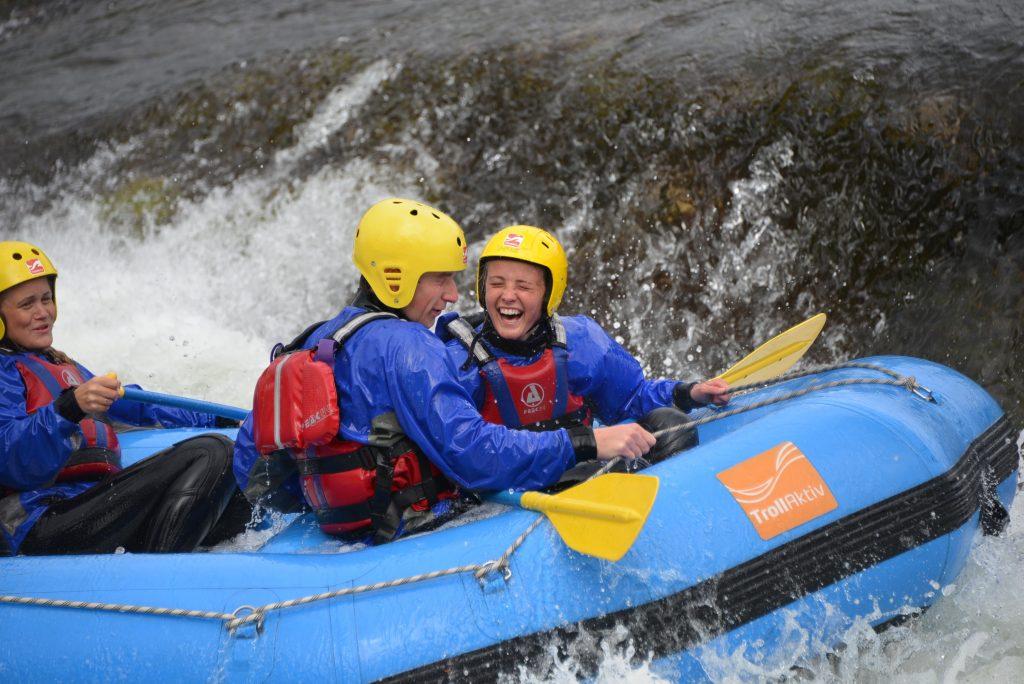 Rafting med TrollAktiv på Evje er garantert moro for en tenåring som liker action. Foto: TrollAktiv