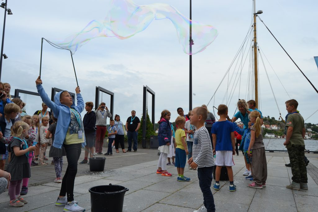 Kl 15.00 er det mulig å lage Megasåpebobler. Foto: E. Høibo©Visit Sørlandet