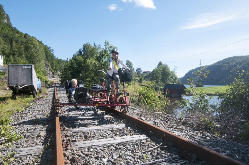 flekkefjord-dresinsykling-flekkefjordbanen-barn