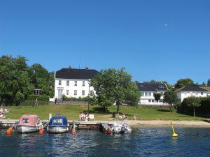 Ta et bad midt i havna i Lillesand. Foto: Heidi Sørvig©Visit Sørlandet