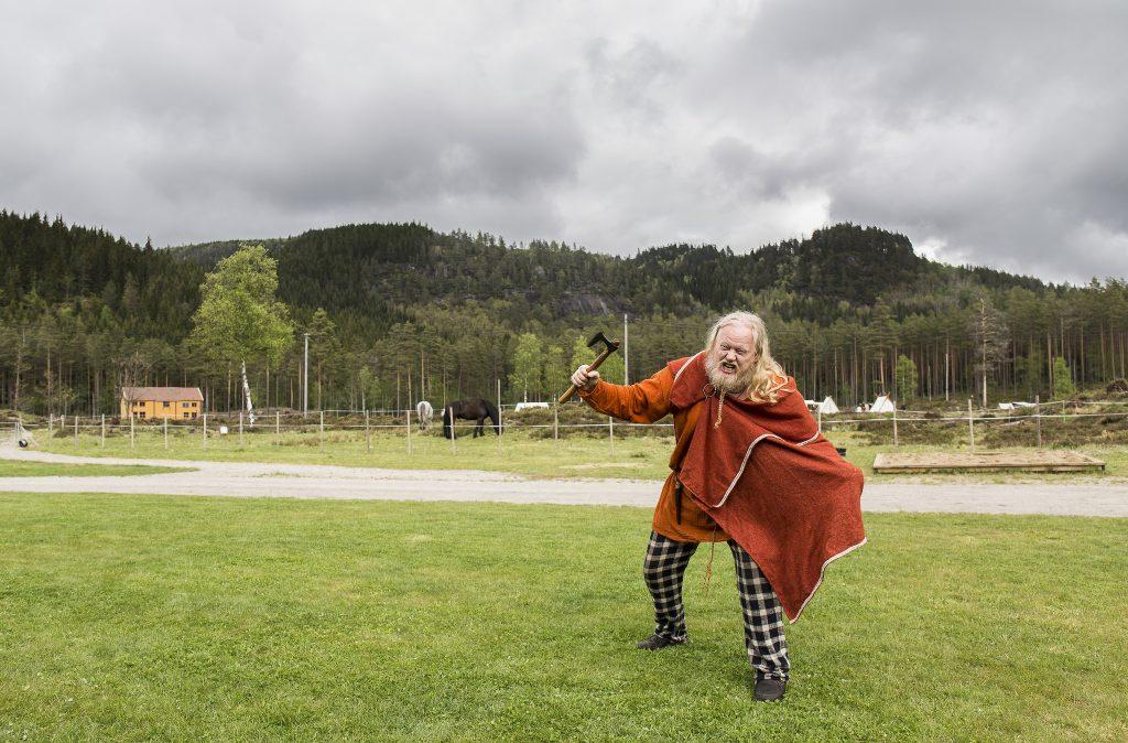 Lær mer om vikinger på Tingvatn fornminnepark. Foto: Adam Read©Visit Sørlandet