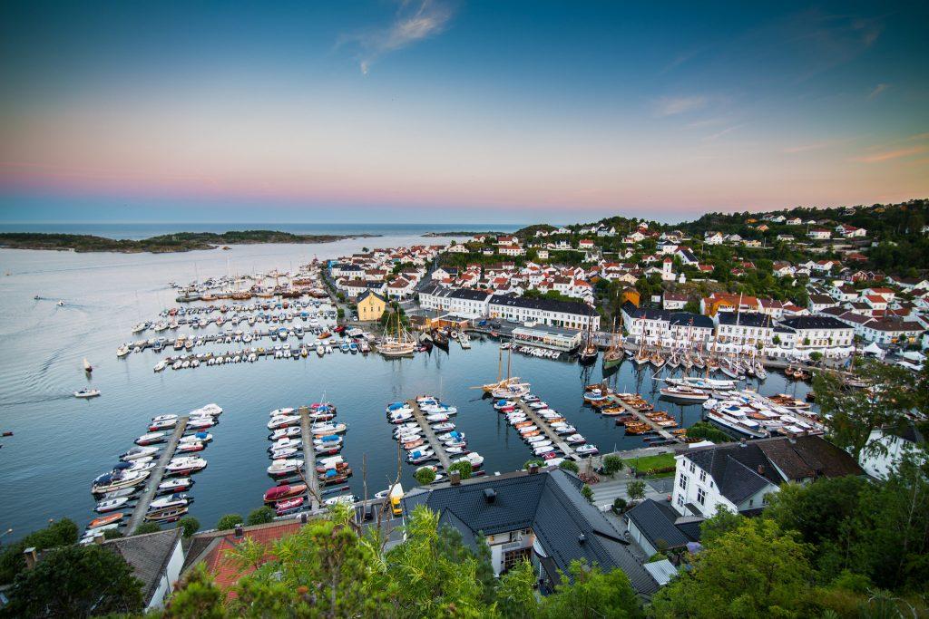 Besøk Risør, en av få byer i Norge som står på listen over byer med verneverdig bebyggelse. Foto: Adam Read©Visit Sørlandet