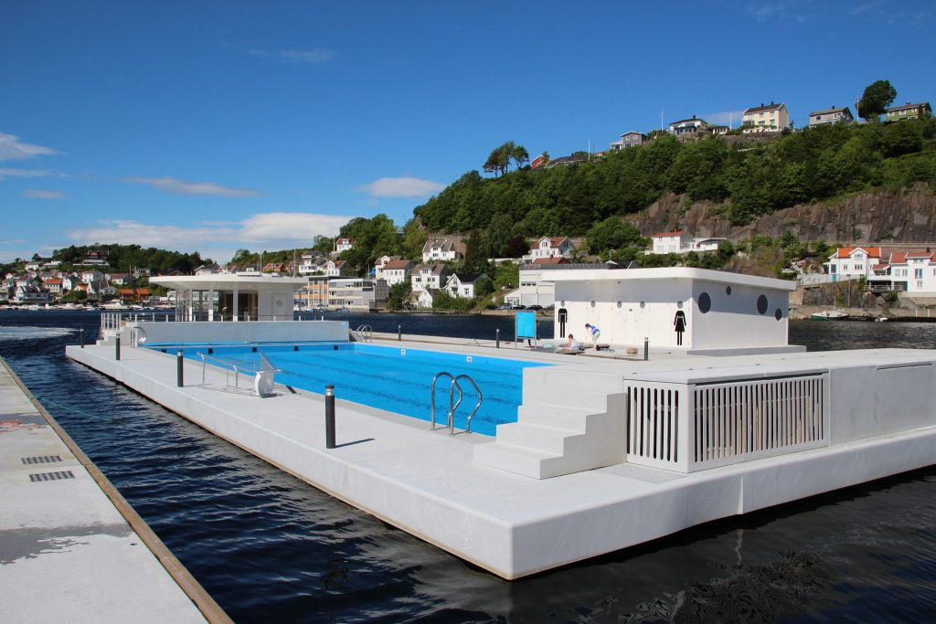 Finn deg et basseng og nyt Sørlandet. Foto: I. Hutchinson©Visit Sørlandet