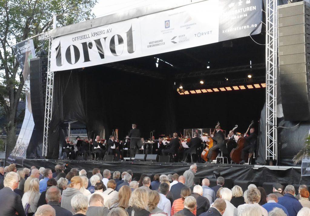 Kristiansand Symfoniorkester på åpningskonsert på Torvet i Kristiansand