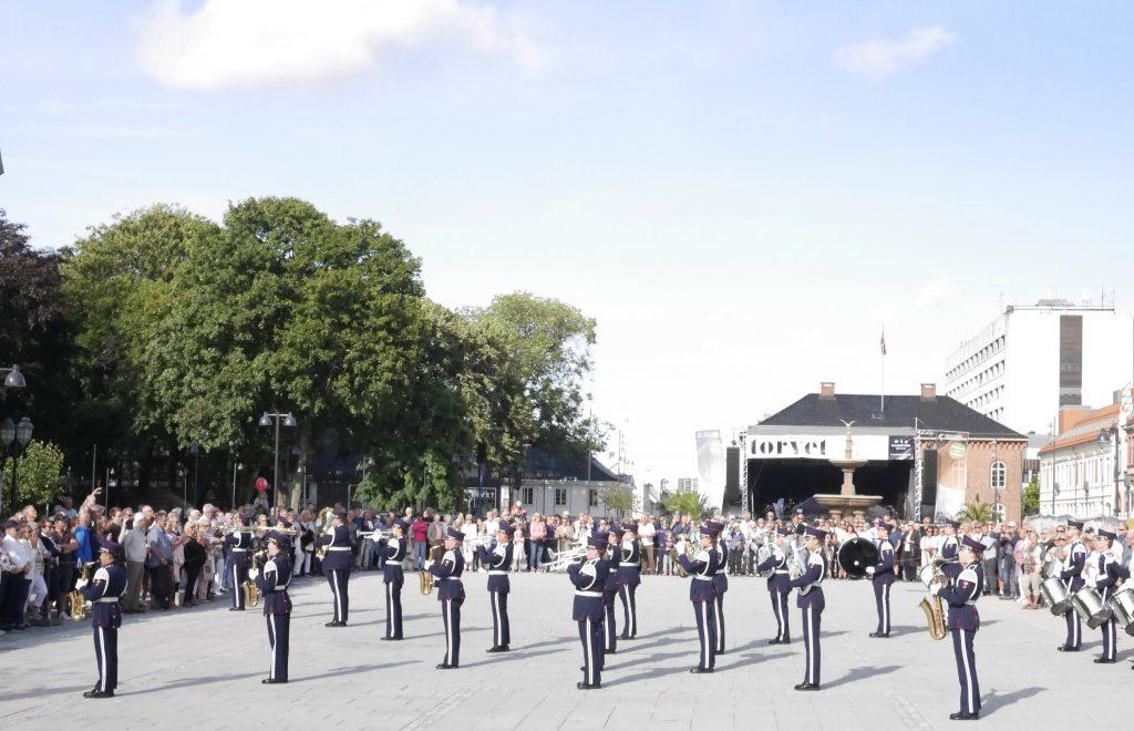Drilloppvisning med Tveit Union Musikkorps