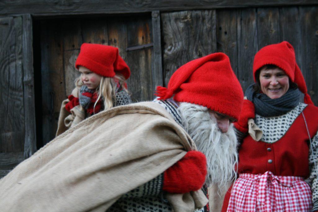 Kanskje kommer nissen? Foto: Kristiansand museum