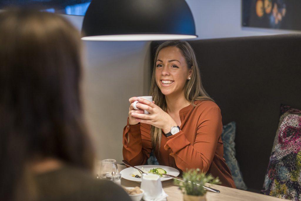 Stikk innom Smak av Norge for en hyggelig samtale over en deilig lunsj og kaffe.