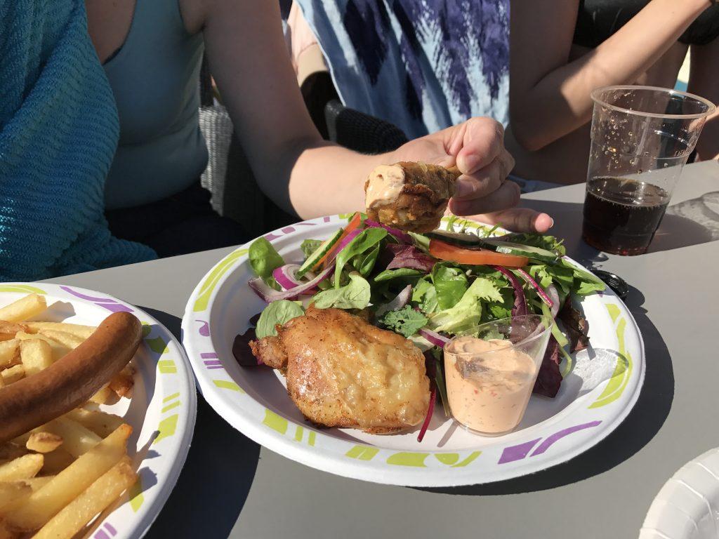 Hamburger fra bassengbaren på Scandic Sørlandet
