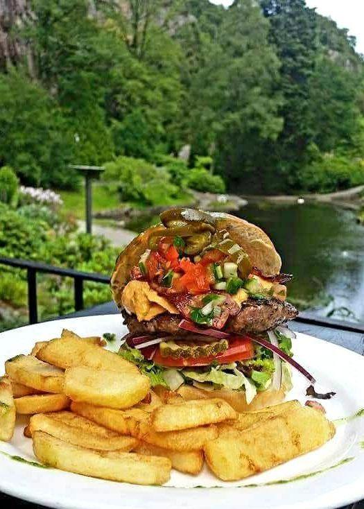 Burger på Cafe Generalen Ravnedalen Kristiansand