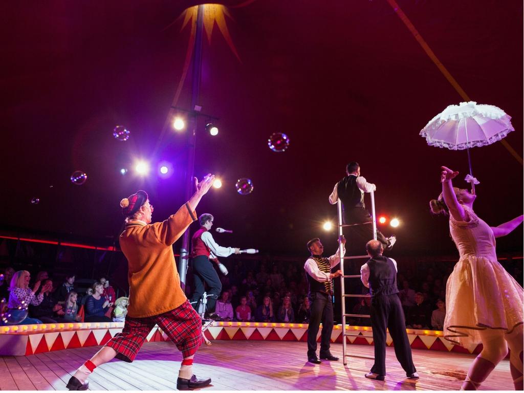 Dyktige akrobater på Sirkus Jesper.
