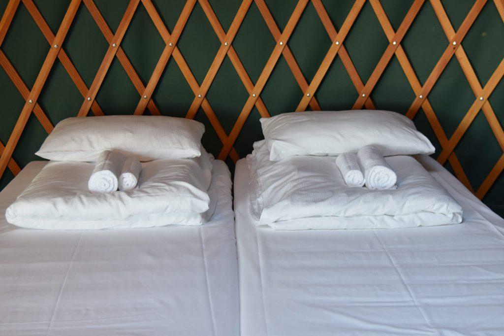 Bo i telt med komfortable og ny oppredde senger. Foto: E.Høibo©Visit Sørlandet