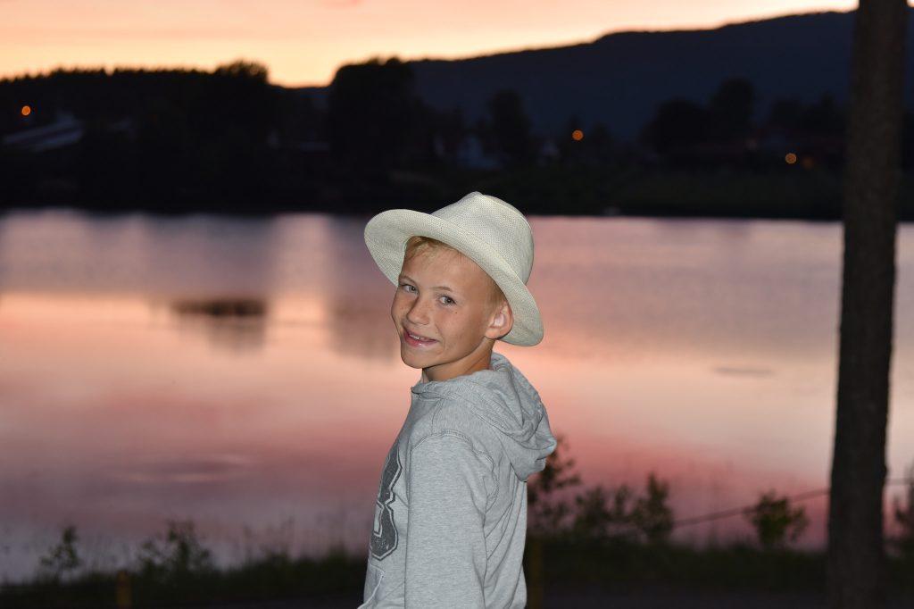 Tannpussen tar vi i herlig solnedgang over Mineralparken. Foto: E. Høibo©Visit Sørlandet