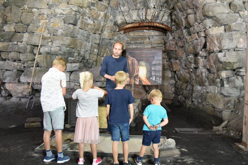 Lær mer om hvordan jern og stål ble fremstilt i gamle dager. Foto: Elisabeth Høibo©Visit Sørlandet
