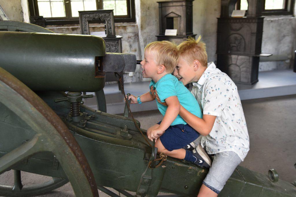 Kjempemoro med kanonen som står utstilt på museet. Foto: Elisabeth Høibo©Visit Sørlandet