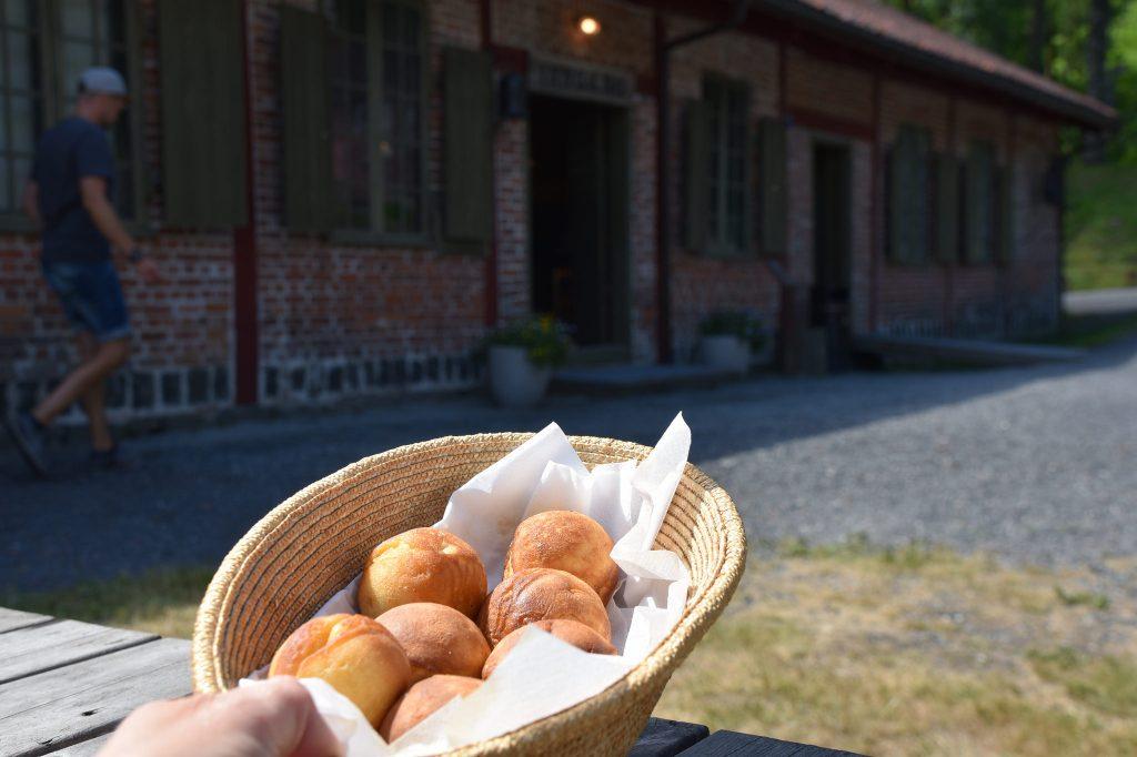 Det serveres fristende munker på Næs jernverk. Foto: Elisabeth Høibo©Visit Sørlandet