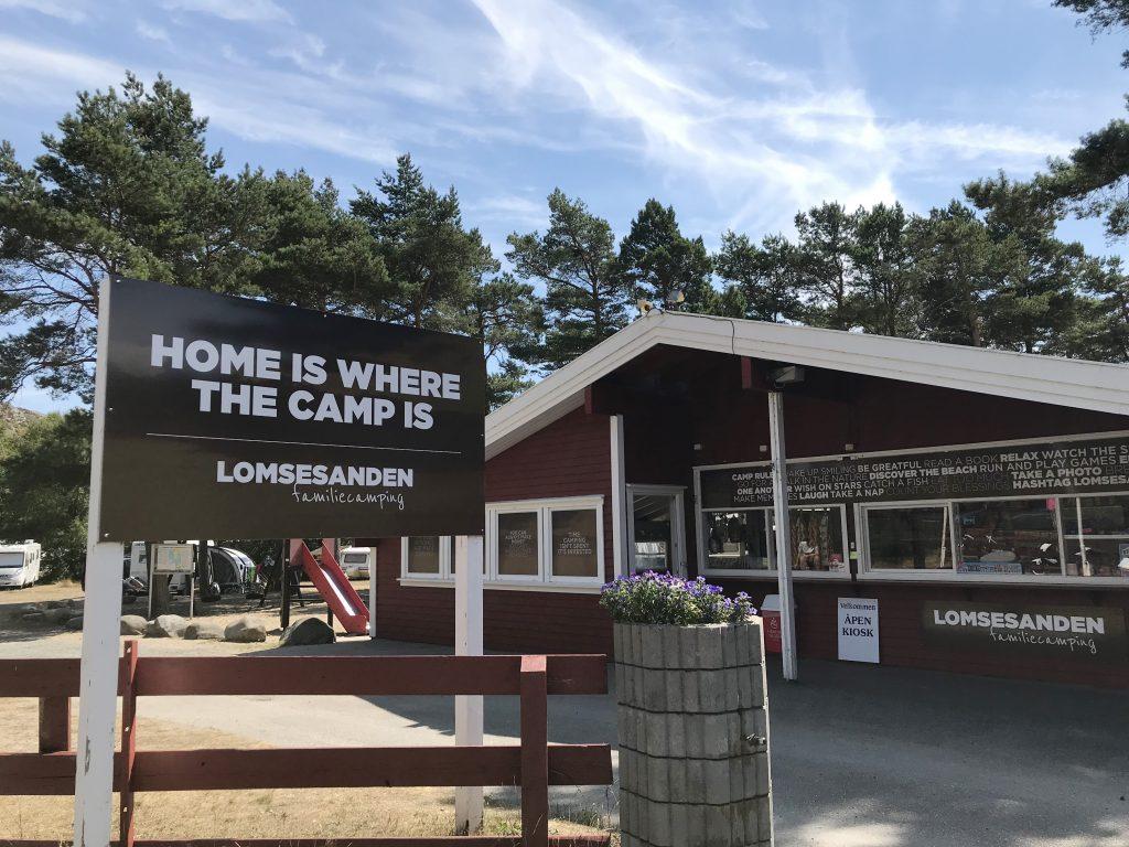 Lomsesanden Camping inngangsparti