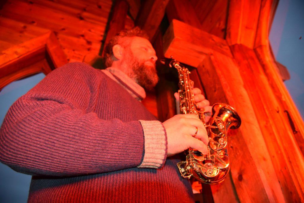Lytt til Tore Ljøkjels vakre saksofontoner fra Domkirka. Foto: E. Høibo©Visit Sørlandet