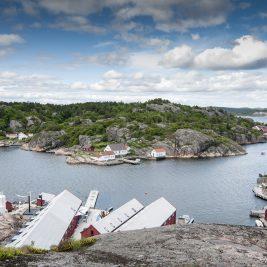 Ny-Hellesund sett fra toppen av fjellet på Kapelløya