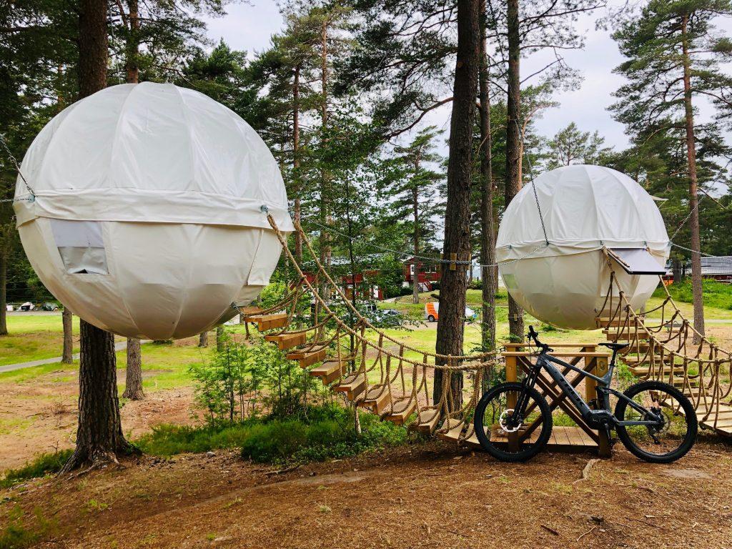 Canvas Hove har tilrettelagte sykkelløyper og overnatting i tretoppene. Foto: Canvas Hove