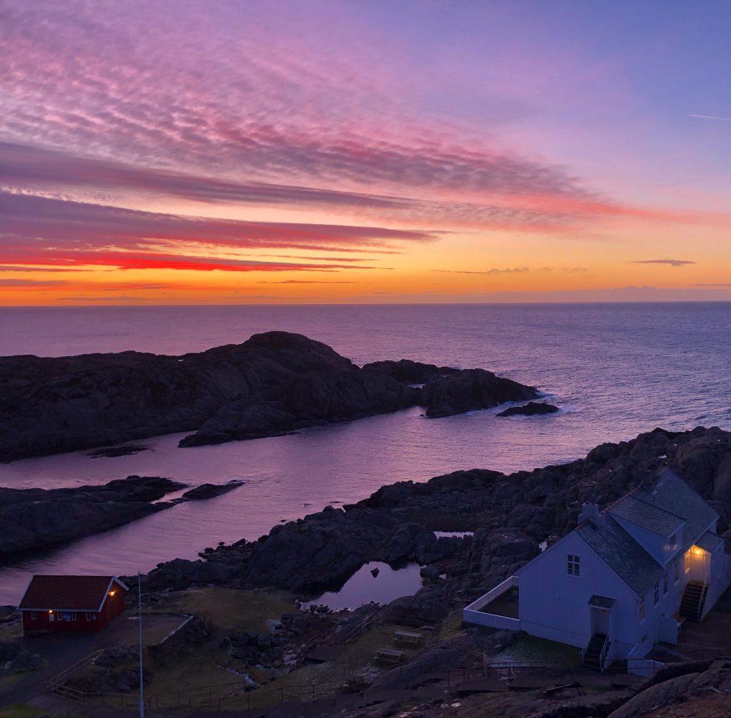 Få med deg fargerike soloppganger helt ute ved havet. Foto: E.Høibo©Visit Sørlandet
