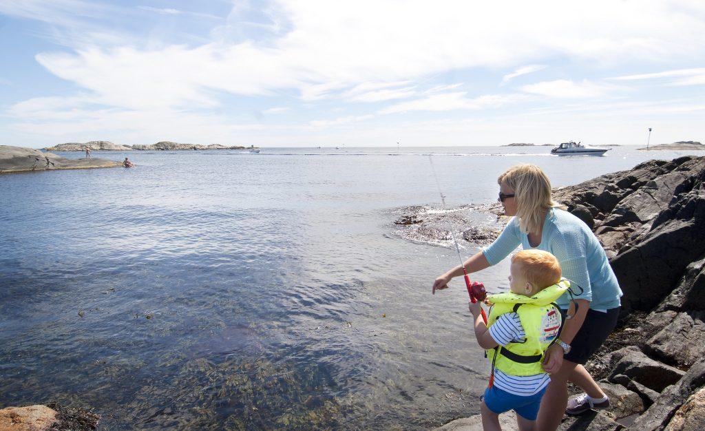 Fisk din egen mat - helt gratis. Foto: Deilig badevann i Grimstad Foto Fiske grimstad Peder Austrud©Visit Sørlandet
