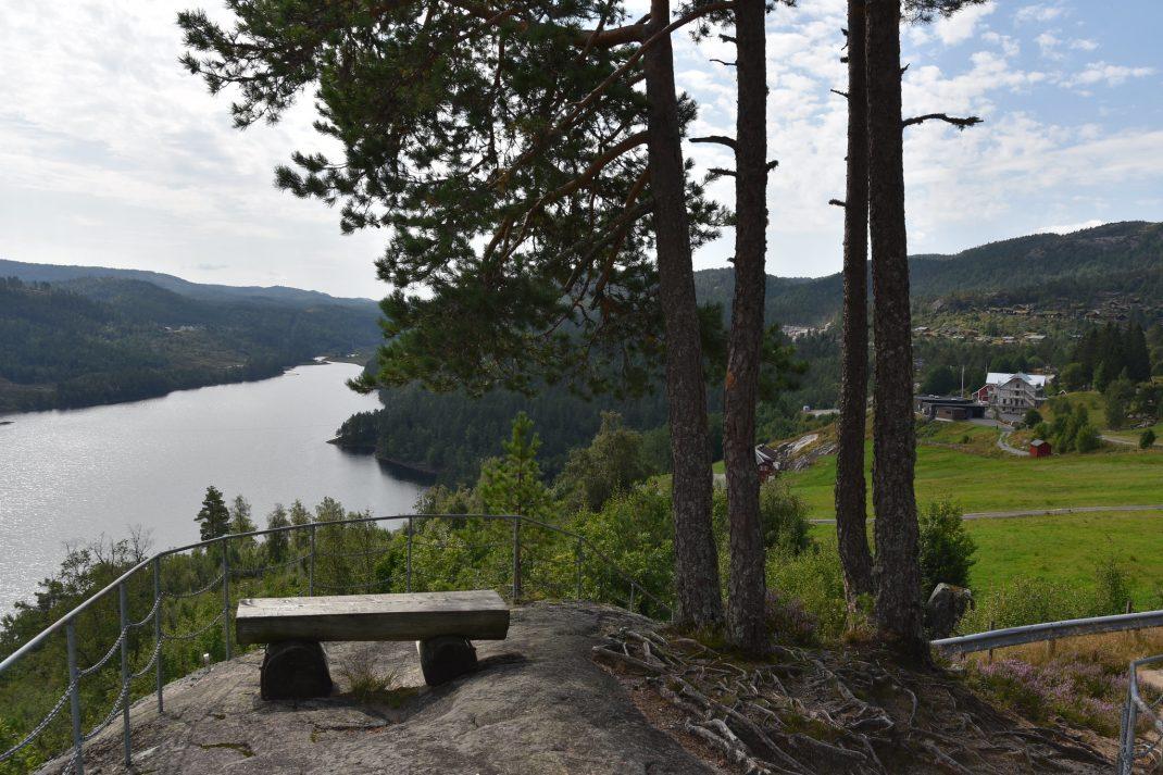 Utsikt over Eikerapen og Eikerapen Gjestegard. Foto: Elisabeth Høibo©Visit Sørlandet
