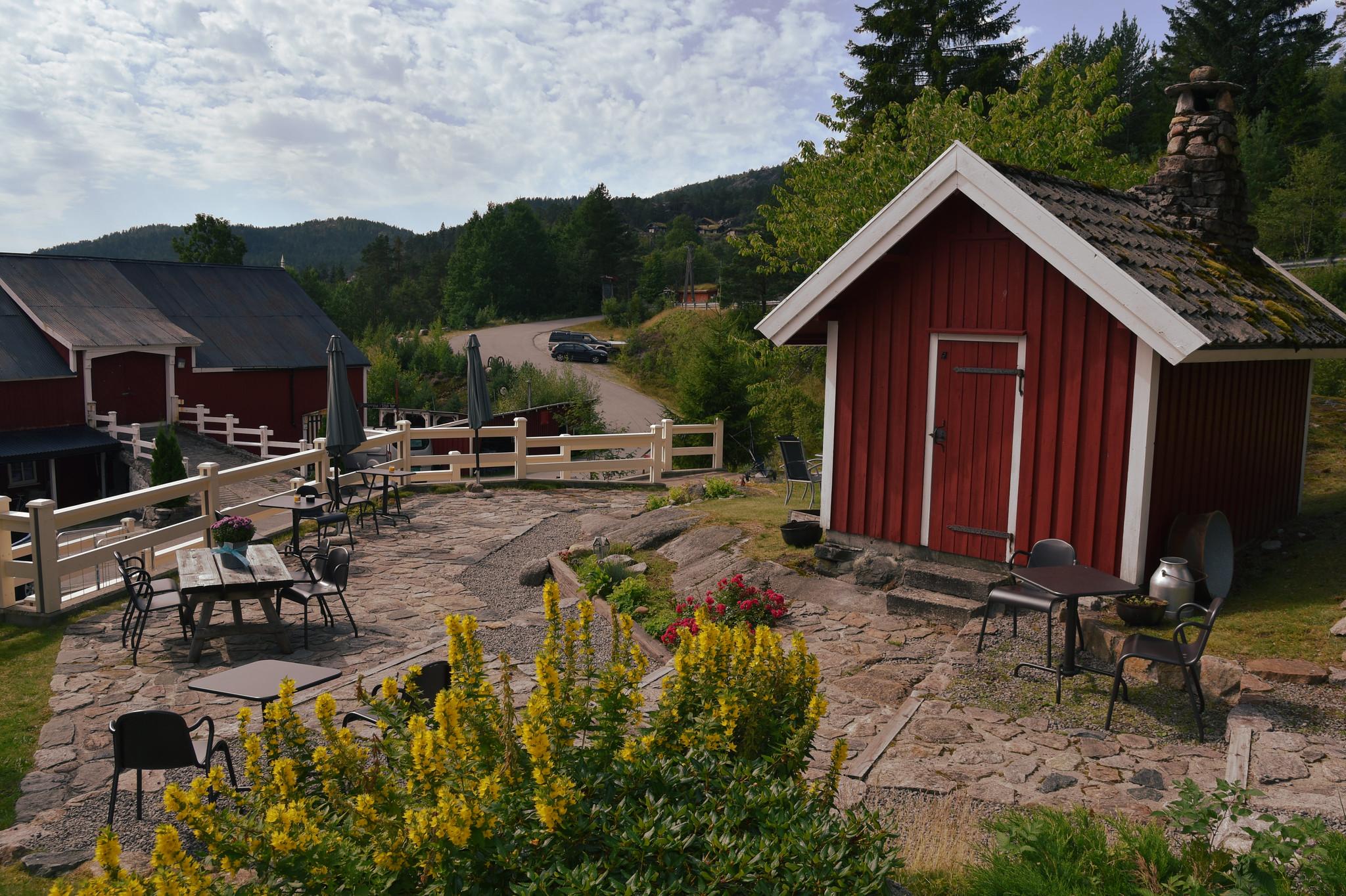 Bakstehuset og hagen Foto: Elisabeth Høibo©Visit Sørlandet